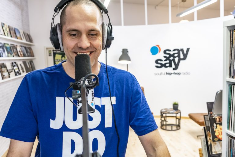 Vom Jurist zum HipHop-Radiomoderator: Die Geschichte von »say say« // Interview