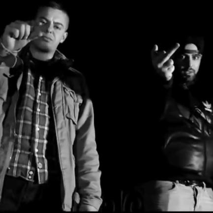 AchtVier feat. Mosh36 – Warenübergabe (Video)
