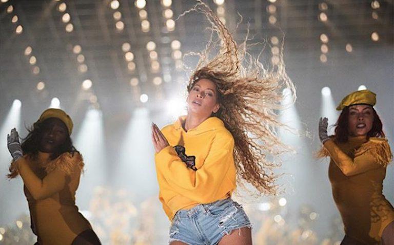 Beyoncé übernimmt das Coachella-Festival mit epischer Performance // Video