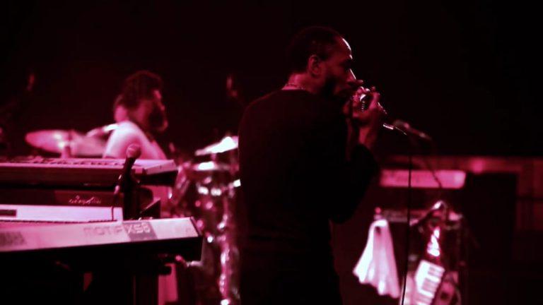 Yasiin Bey & Robert Glasper – Stakes Is High (Live)