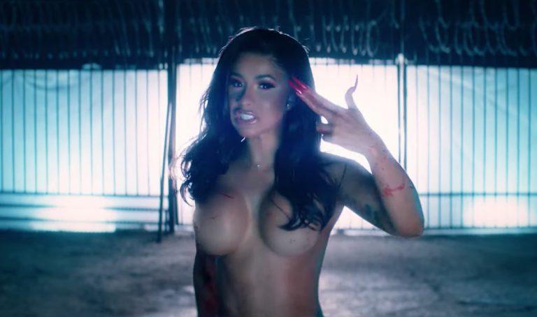 Nackte Cardi B hinterlässt ein Leichenfeld im neuen Video zu »Press« // Video