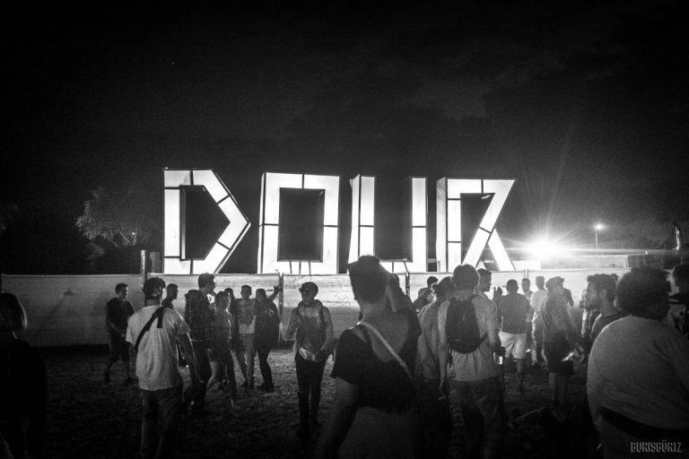 Lange Wege und Monster-Line-up: Das war das Dour Festival 2018 in Belgien // Review