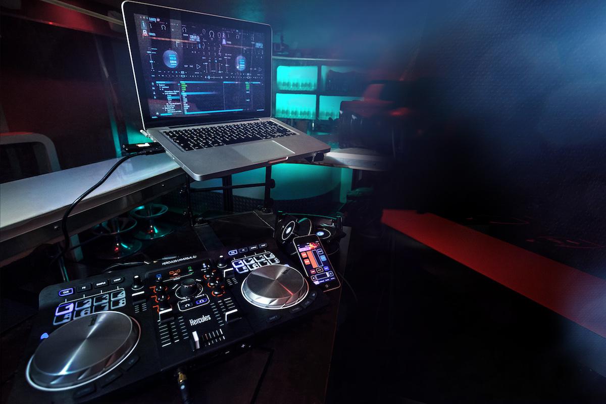 Hercules-Universal-DJ-lifestyle-01d
