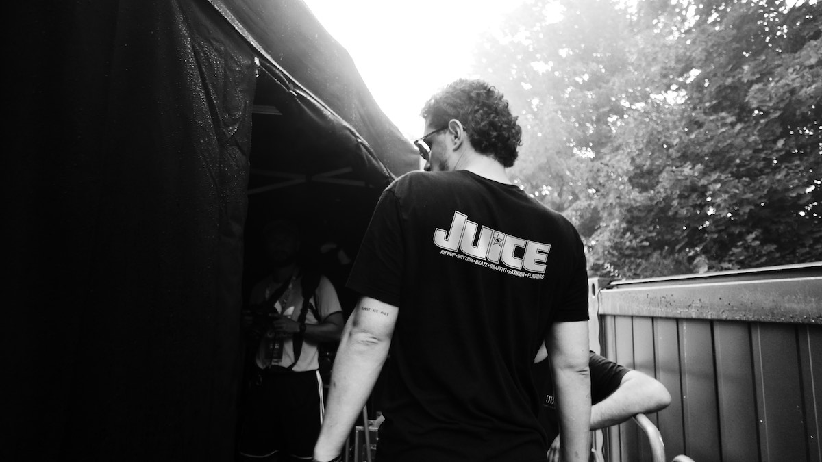 JUICExKK shirt back