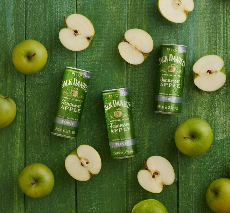 Musik, Drinks & Snacks – drei Essentials für den Ausflug ins Grüne// Advertorial