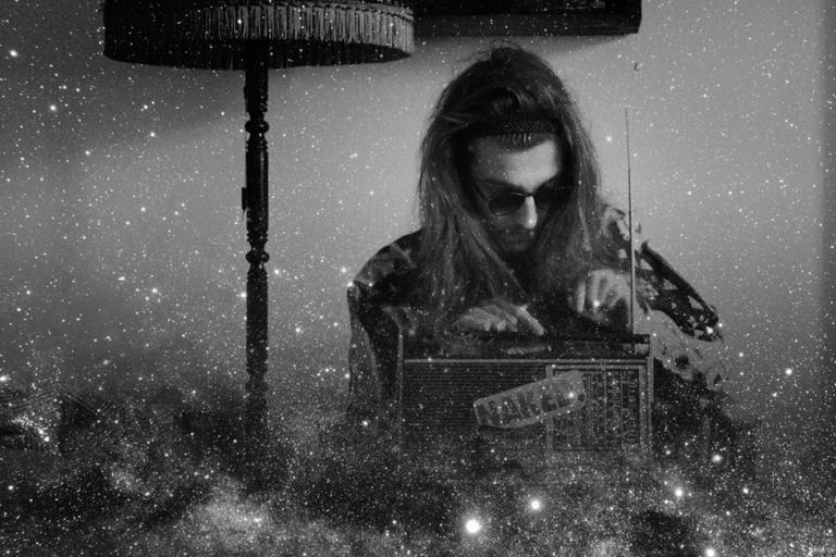 Johnny Rakete: »Die Beats haben die Stimmung ein bisschen aus mir herausgekitzelt« // Interview