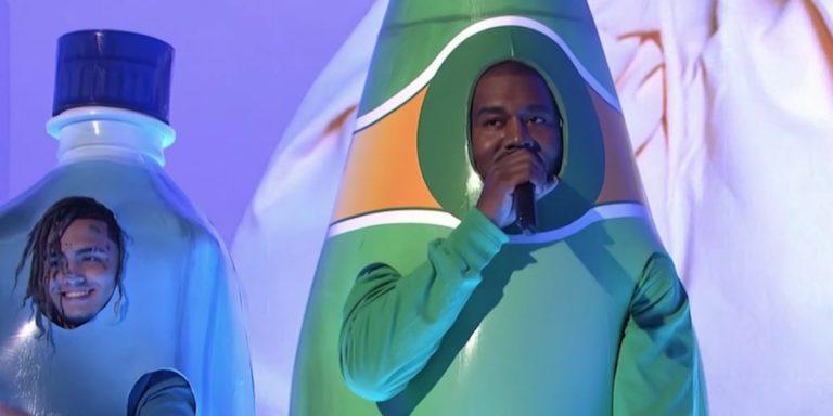 »Ich wurde gemobbt«: Kanye Wests verwirrender Auftritt bei »SNL« // News
