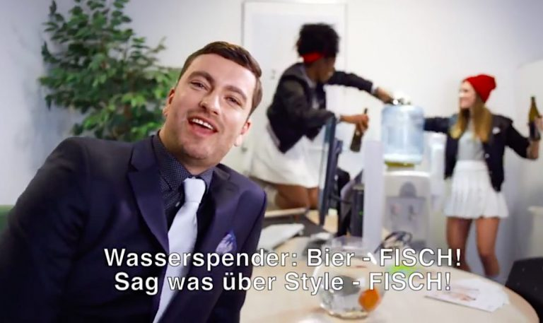 Manfred Groove und Luksan Wunder zerpflücken Marterias »Kids (2 Finger an den Kopf)« // Video