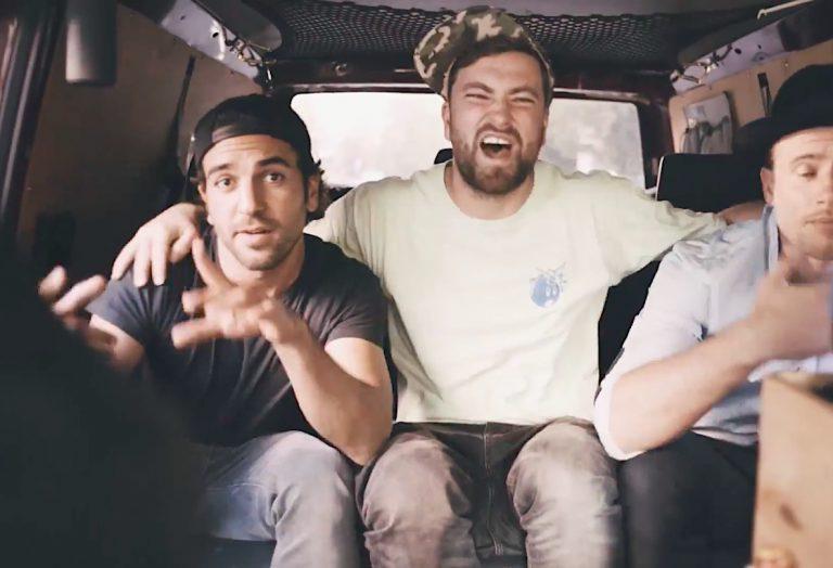 Marteria lädt Fans in seinen Bus und zeigt ihnen neue »Roswell«-Songs  // Video