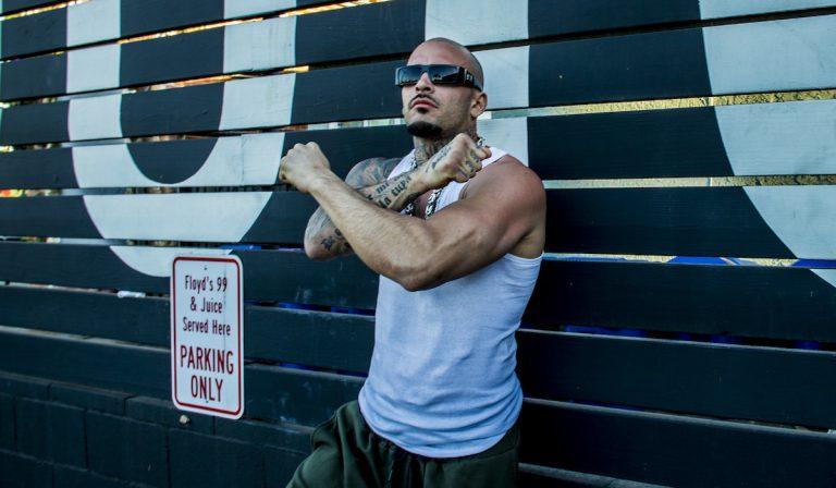 Omik K: »Ich wurde von Cypress Hill in Los Angeles zum Ritter geschlagen« // Interview