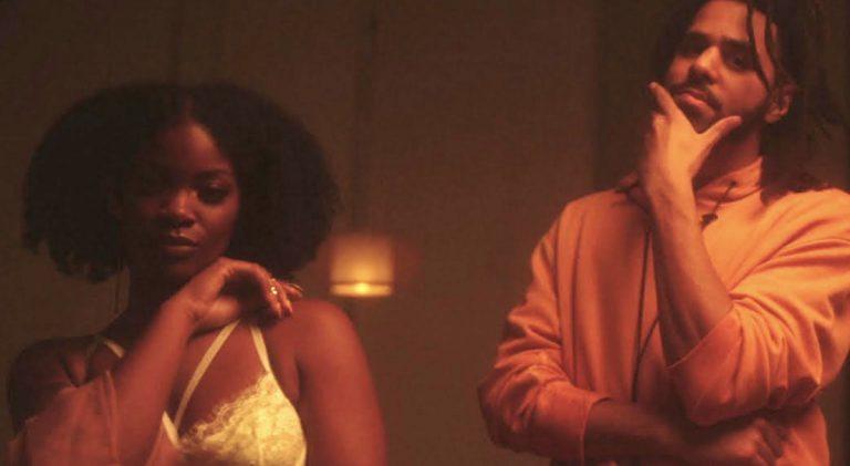 »Shea Butter Baby«: J. Cole & Ari Lennox mit sanftem Pillow Talk // Video