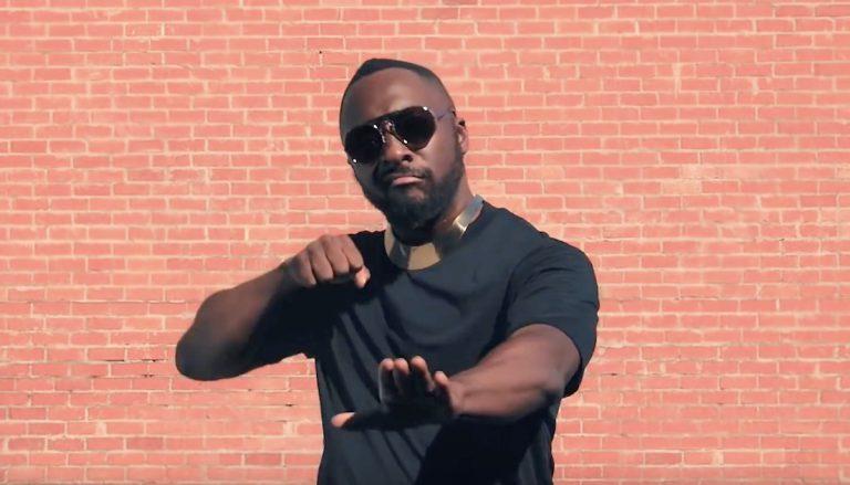 Die Black Eyed Peas sind bewaffnet (mit Rhymes) & ready // Video