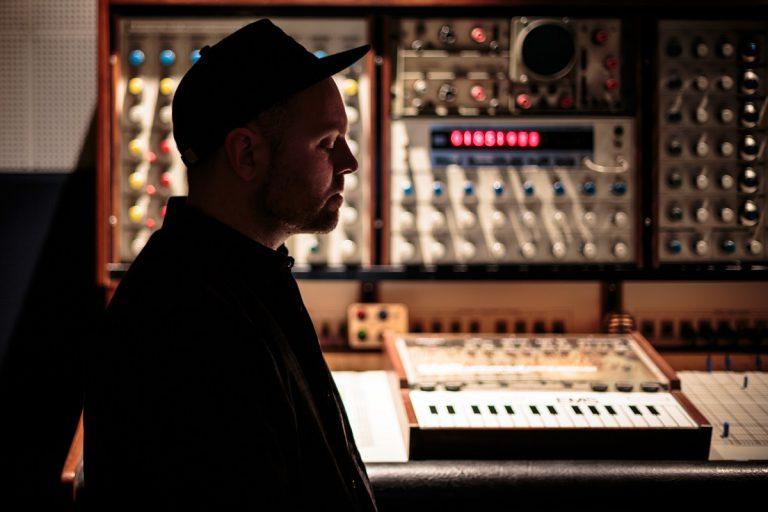 DJ Shadow feat. Run The Jewels – Nobody Speak