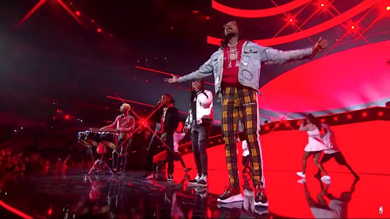N.E.R.D und Migos performen bei der NBA All-Star Halftime Show // Video