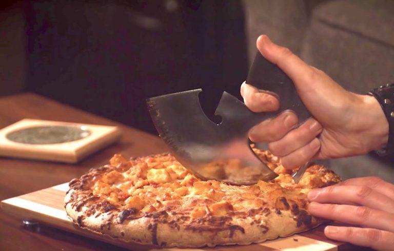 Wie man sich einen Wu-Tang-Pizzaschneider bastelt // Video